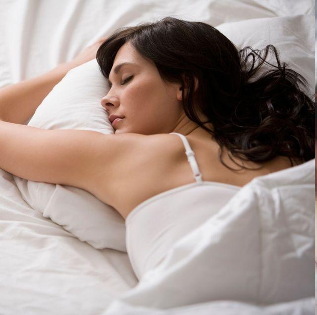 【好奇心俱樂部】趴睡居然會讓眼袋更加嚴重?你不知道的黑眼圈及眼袋形成原因