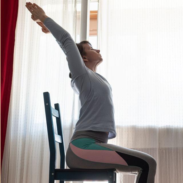 每天5分鐘伸展全身!6招「居家椅子伸展運動」緊實兩側腰線與下半身