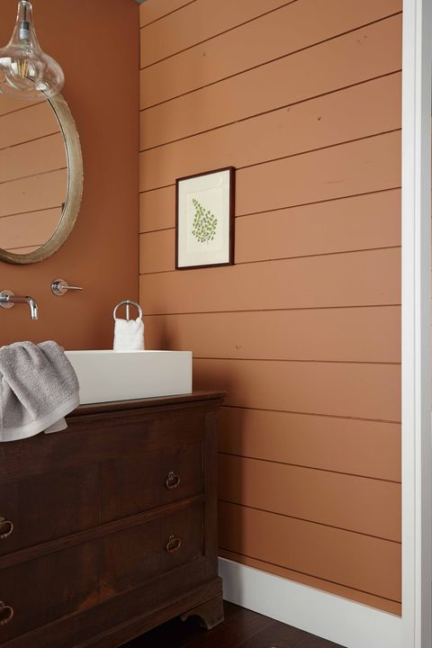 Behr Cider Spice paint color on walls of bathroom. #ciderspice #behrciderspice #orangepaintcolors #paintcolors #earthypaintcolor #pumpkinspicepaintcolor