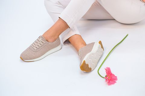 diferentes modelos y colores de zapatillas yuccs, consideradas las más cómodas del mundo