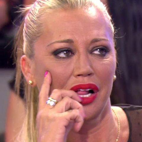 Belén Esteban amenaza con volver a pasar por el quirófano tras ver el cambio de imagen de Carmen Borrego.