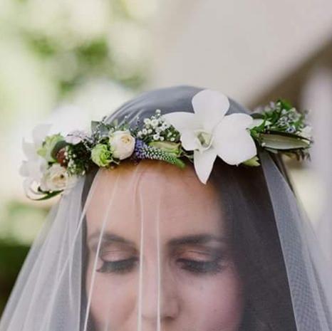 Petal, Eyebrow, Hair accessory, Photograph, Flower, Bridal accessory, Headpiece, Headgear, Costume accessory, Cut flowers,