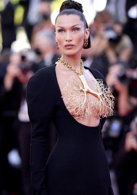 2021坎城紅毯珠寶總盤點!「貝拉哈蒂德、潔西卡雀絲坦」等名人奢華項鍊成絕美亮點