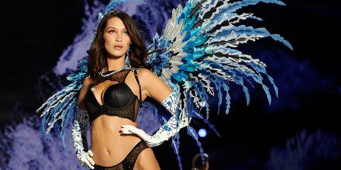 Fashion, Fashion show, Beauty, Abdomen, Event, Feather, Dancer, Fashion model, Model, Navel,