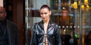 Bella Hadid chaqueta de cuero