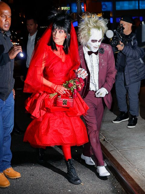 Bella Hadid And The Weeknd S Lydia And Beetlejuice Halloween 2018 Costume Is Spot On