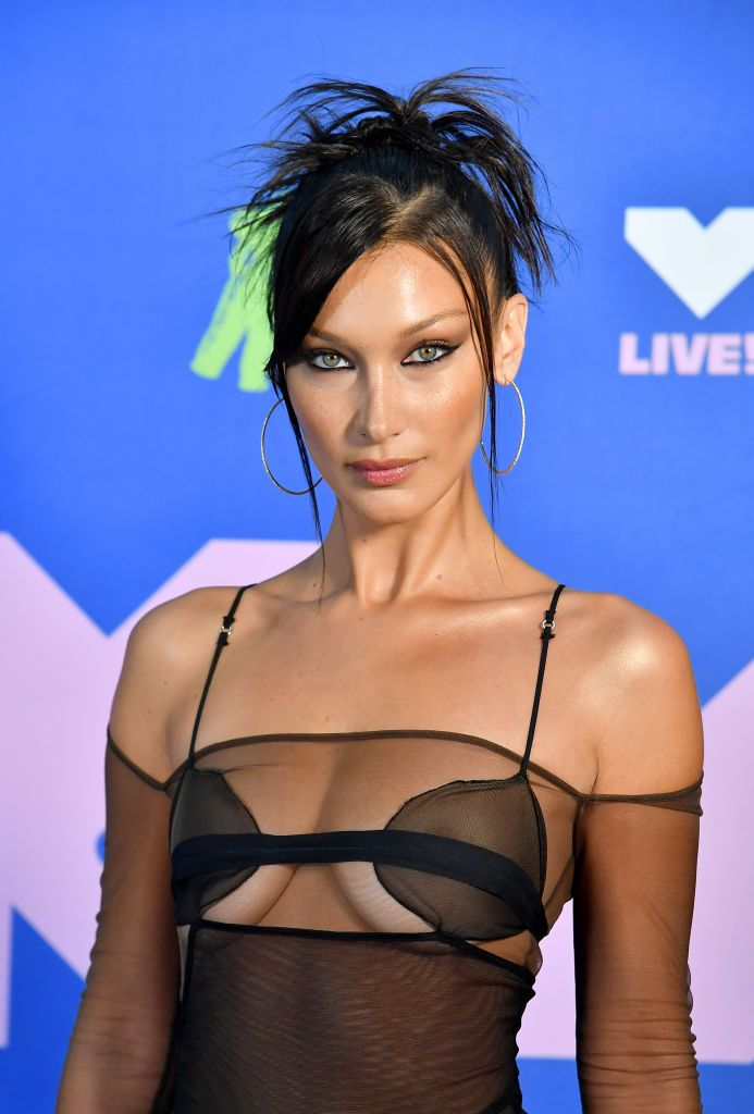 I'm completely obsessed with Bella Hadid's sweaty no-makeup workout selfie