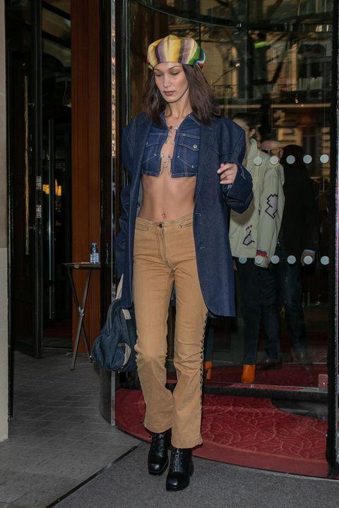 Bella Hadid in Parijs tijdens Fashion Week.