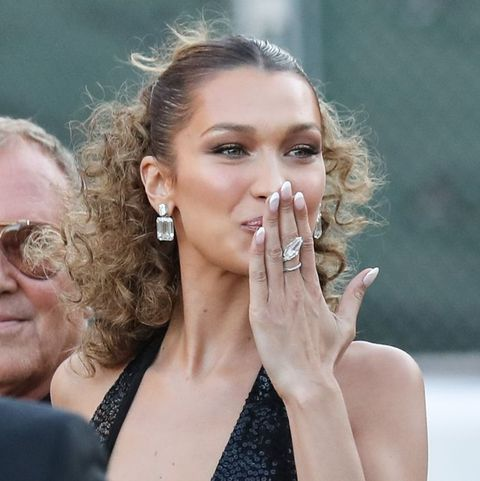 Bella Hadid met French Manicure