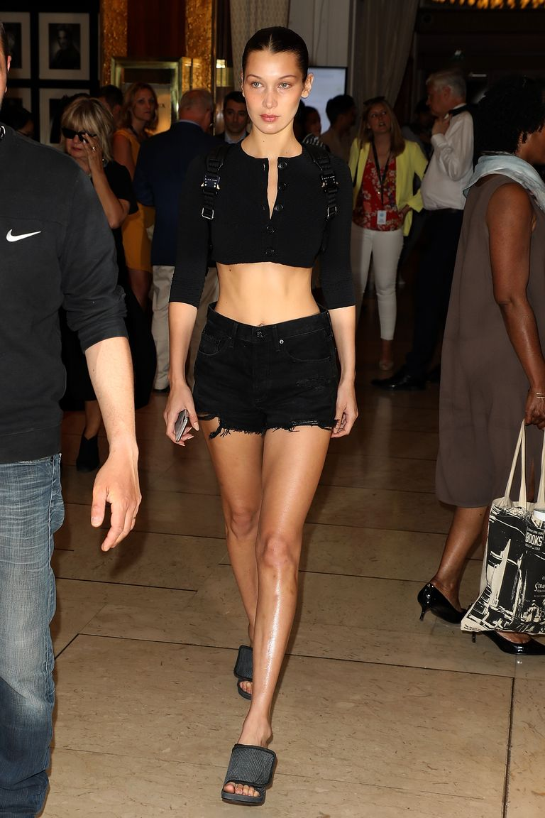 https://hips.hearstapps.com/hmg-prod.s3.amazonaws.com/images/bella-hadid-gettyimages-957720258-1526155673.jpg?crop=1xw:1xh;center,top&resize=768:*