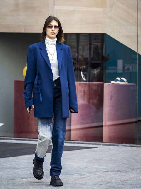 Clothing, Blue, Street fashion, Jeans, Fashion, Cobalt blue, Outerwear, Snapshot, Footwear, Electric blue,