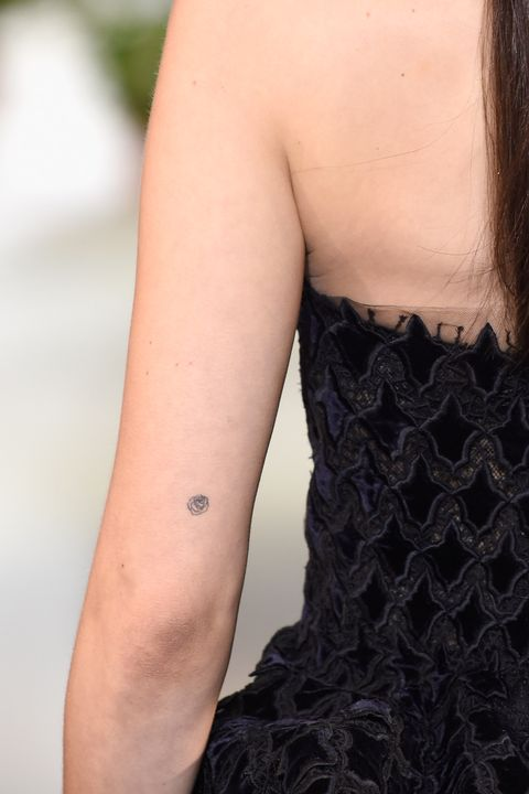 601705eee 90 Most Adorable Small Tattoos in Hollywood - Best Tiny Tattoos for ...