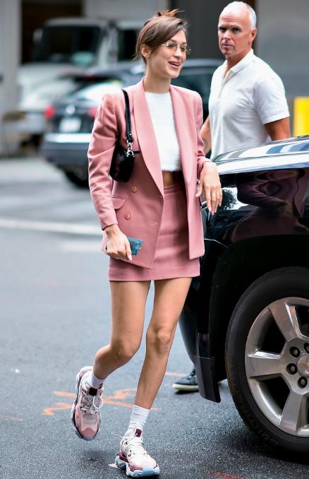 Street fashion, Clothing, Fashion, Footwear, Pink, Snapshot, Leg, Shoe, Human leg, Dress,