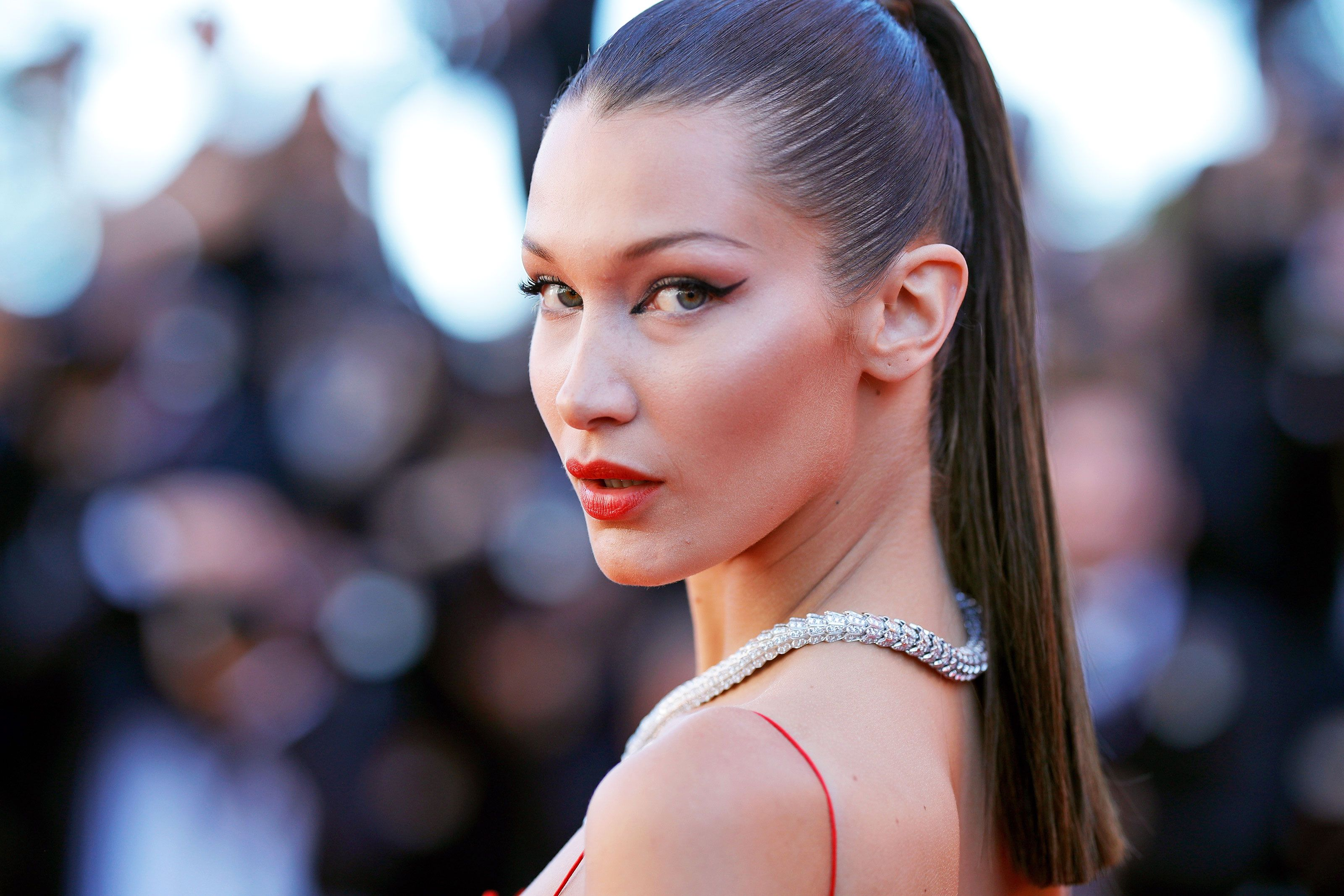 Bella Hadid Just Dyed Her Hair Blonde, and the Pics Are GORGEOUS