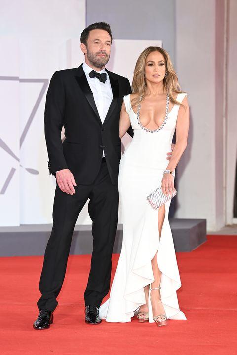 威尼斯紅毯「最辣情侶」誕生!珍妮佛羅培茲穿上鏤空水鑽禮服,甜蜜合體班艾佛列克