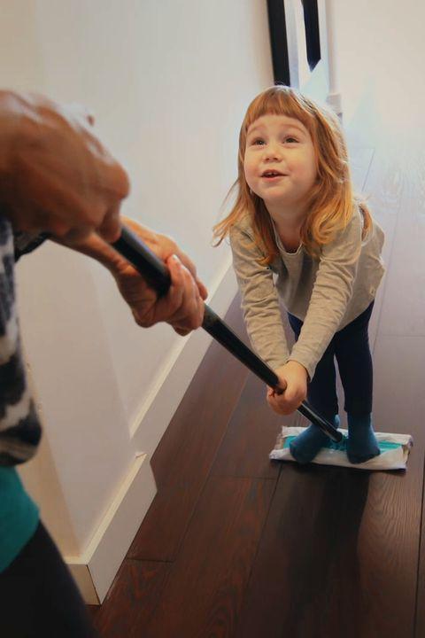 beneficios de limpiar tu casa   mejora los vinculos familiares