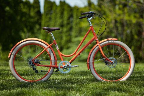 Land vehicle, Bicycle, Bicycle wheel, Vehicle, Bicycle part, Bicycle tire, Bicycle frame, Bicycle saddle, Bicycle handlebar, Spoke,
