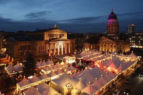 Landmark, City, Sky, Town, Human settlement, Building, Public space, Town square, Architecture, Night,