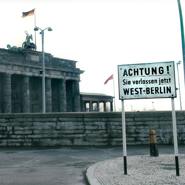 9 Machines That Beat The Berlin Wall Berlin Wall History