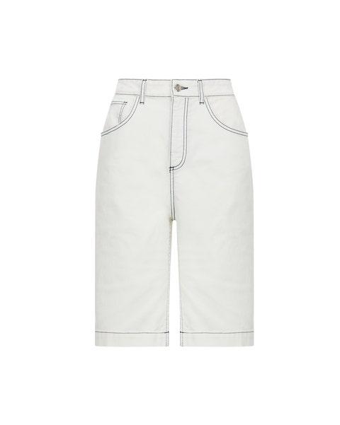 White, Clothing, Jeans, Shorts, Denim, Bermuda shorts, Pocket, Trousers, Beige, Sportswear,