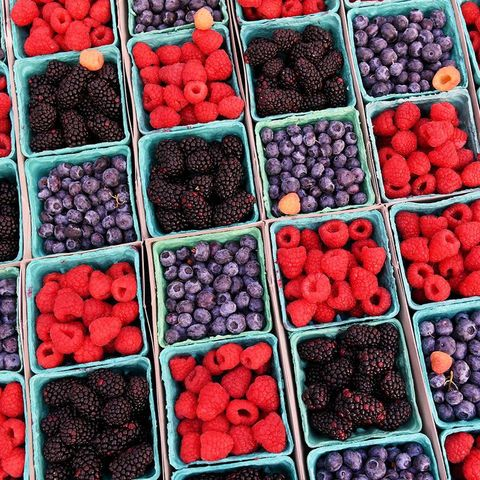 Natural foods, Berry, Local food, Food, Frutti di bosco, Fruit, Superfood, Blackberry, Plant, Superfruit,