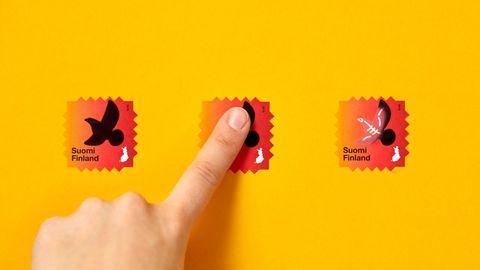 黃色背景前是紅色郵票