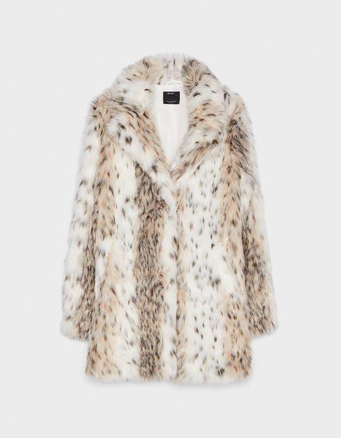 Clothing, Fur, Outerwear, White, Fur clothing, Sleeve, Beige, Jacket, Coat, Collar,