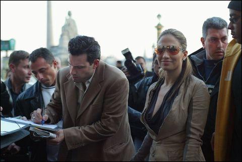 france   april 08  jennifer lopez and ben affleck shopping in paris, france on april 08, 2003   signing autographs  photo by pool le flochtraversgamma rapho via getty images