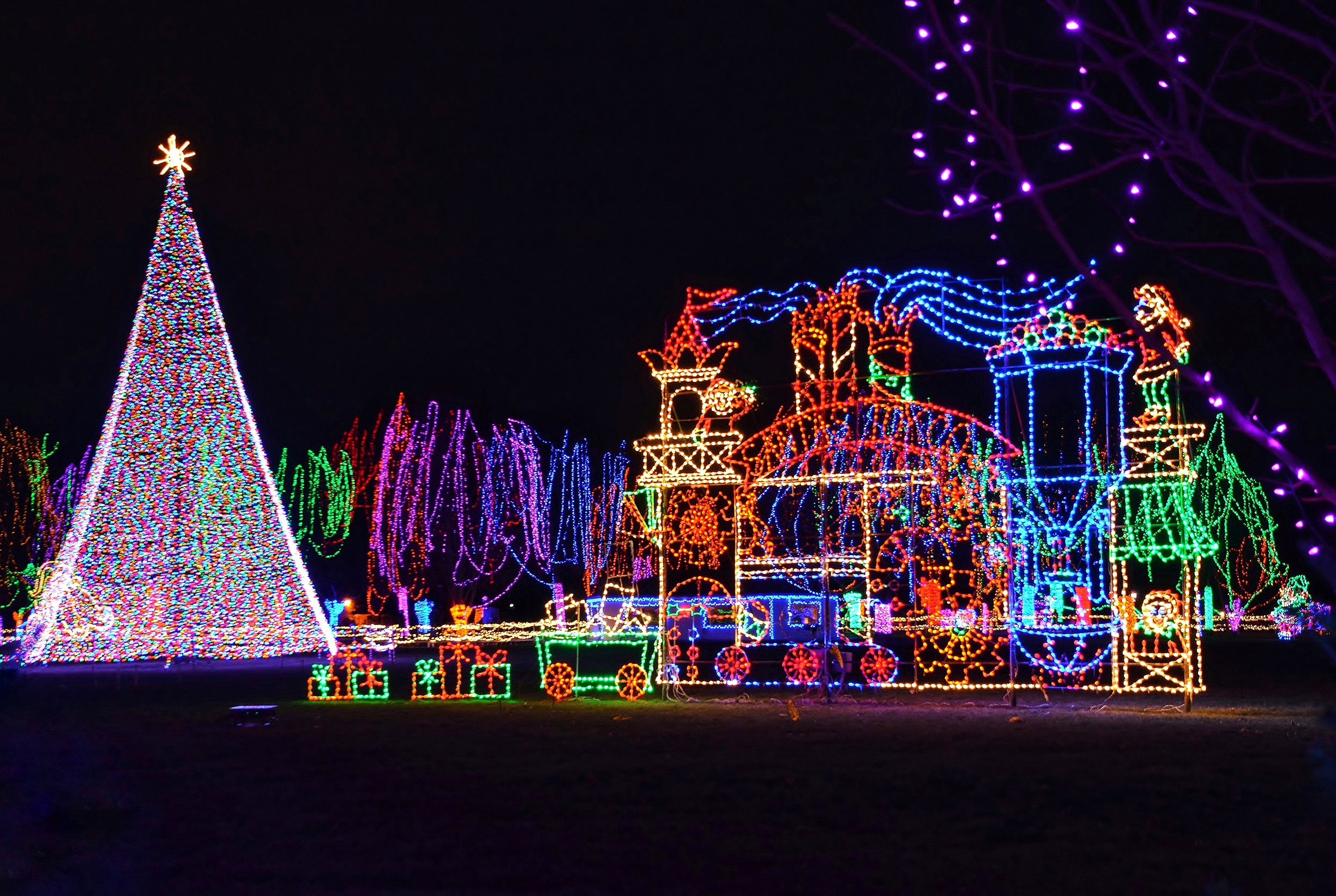 Christmas Lights Near Me - Best Holiday Light Shows in the U.S.