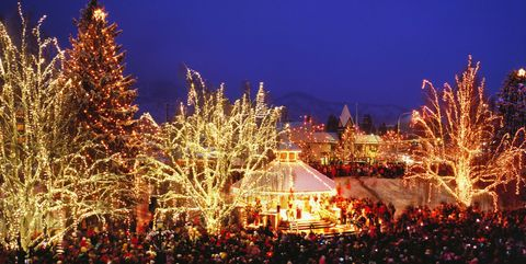 30 Best Christmas Light Displays in America - Holiday ...