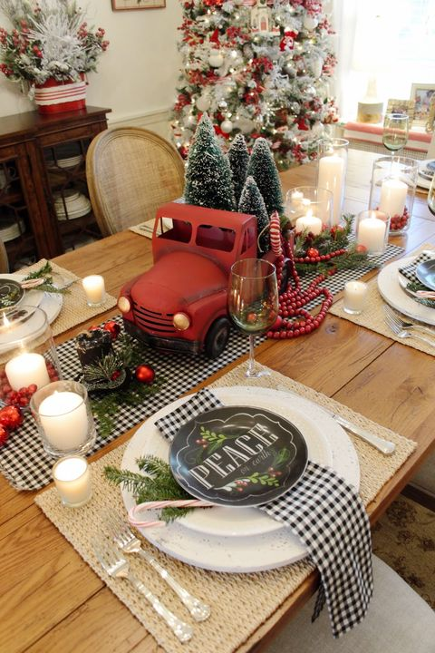 christmas table settings centerpieces red truck