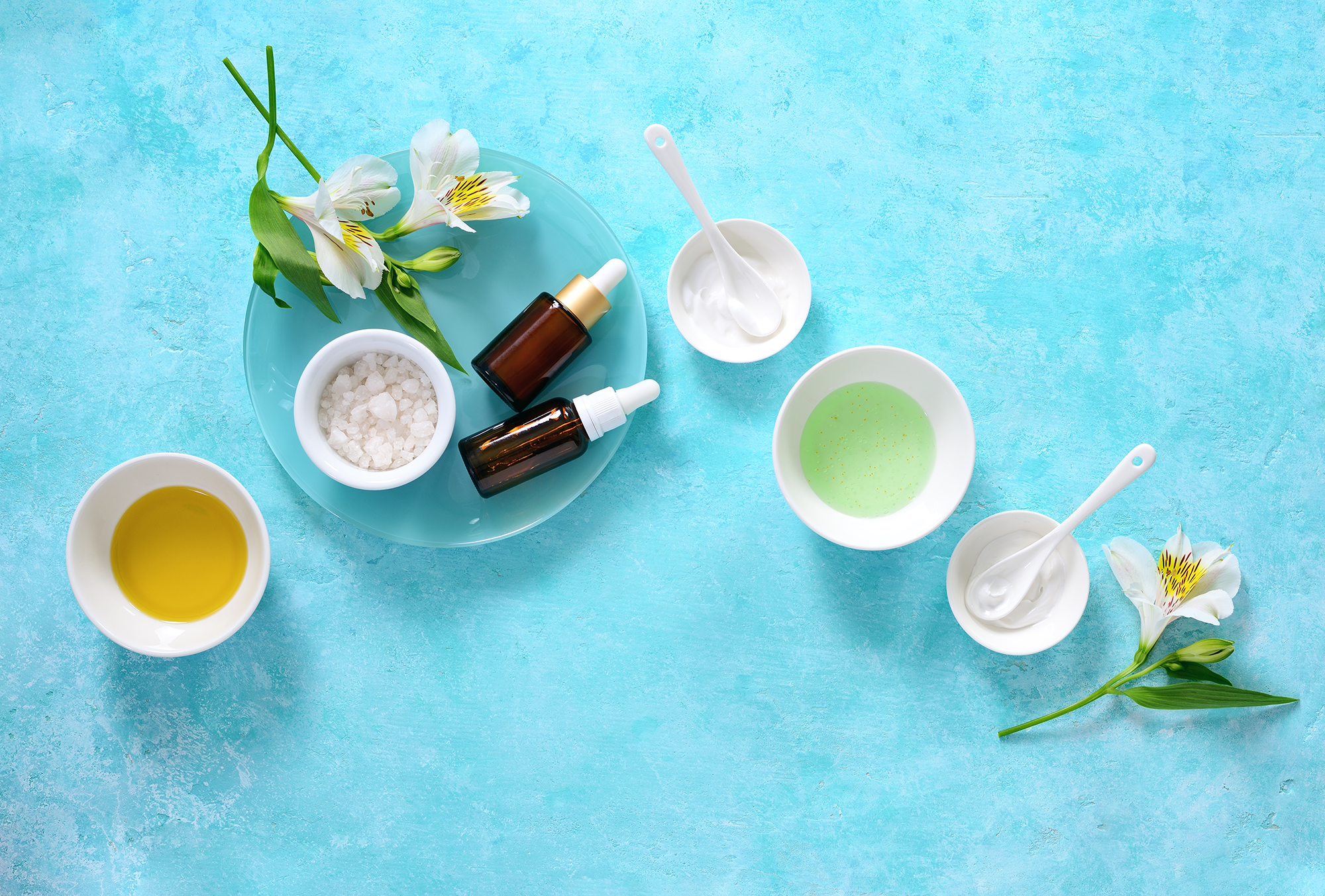 The Best Essential Oils To Add To Your Bath Safely