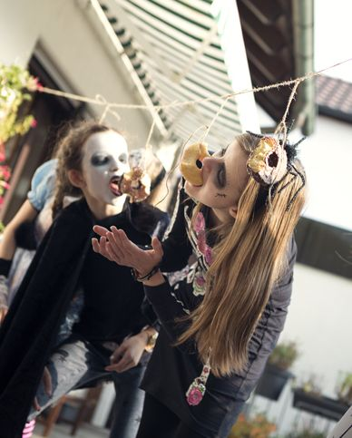 donuts on a string halloween game
