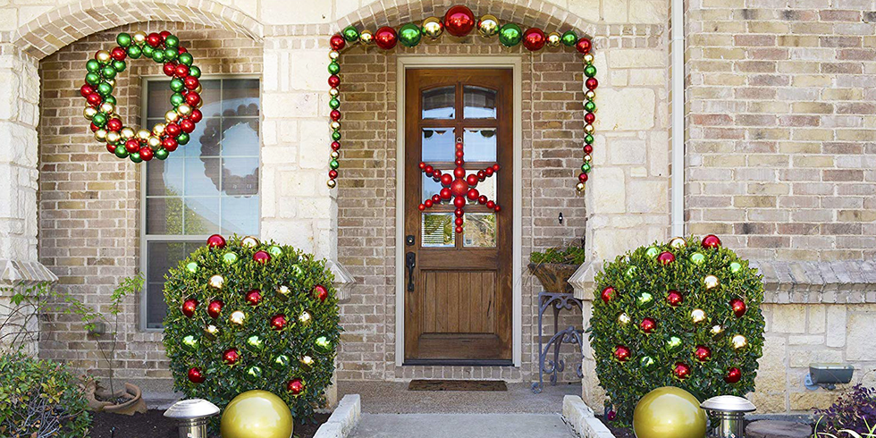 The 7 Best Large Christmas Ornaments to Decorate Your Yard With