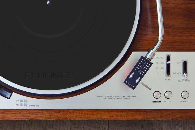 fluance black rubber platter mat on a turntable