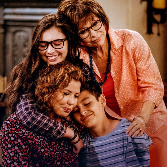 Best Tween Shows on Netflix - One Day at Time