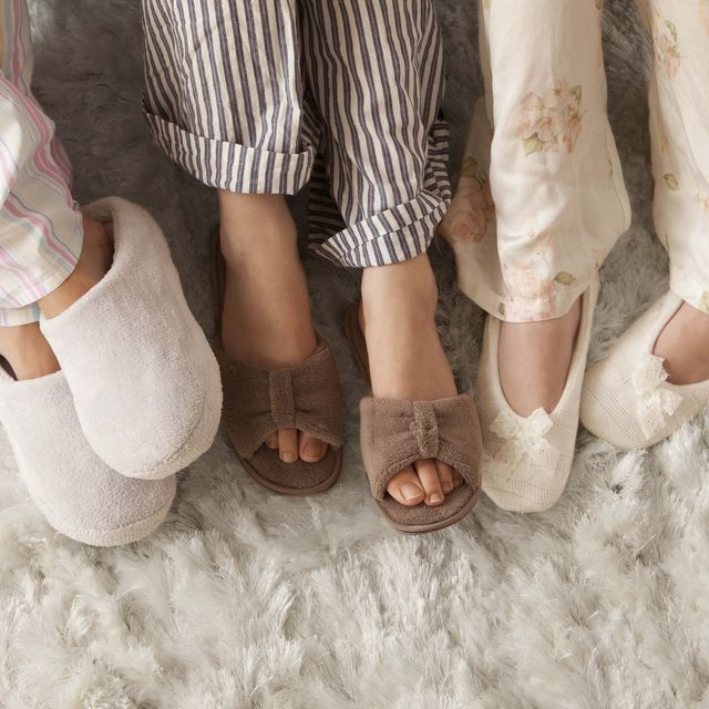 best-slippers-to-indulge-in-while-staying-at-home-1585068703.jpg?crop=0.667xw:1.00xh;0 10 Must Have Winter Fashion Accessories for Women This Year