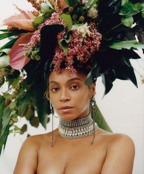 Hair, Headpiece, Beauty, Hairstyle, Skin, Hair accessory, Fashion accessory, Fashion, Flower, Headgear,