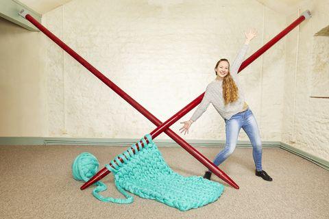 Elizabeth Bond breaks record for largest knitting needles.