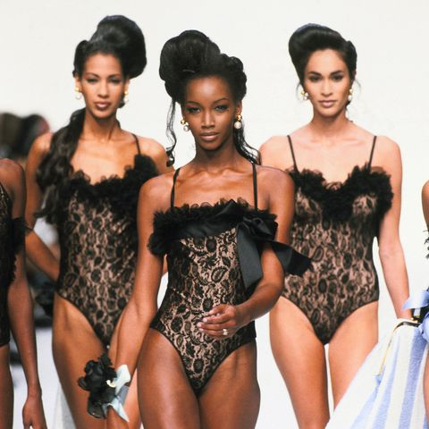 beverly peele wearing black lingerie in a dior fashion show in 1992