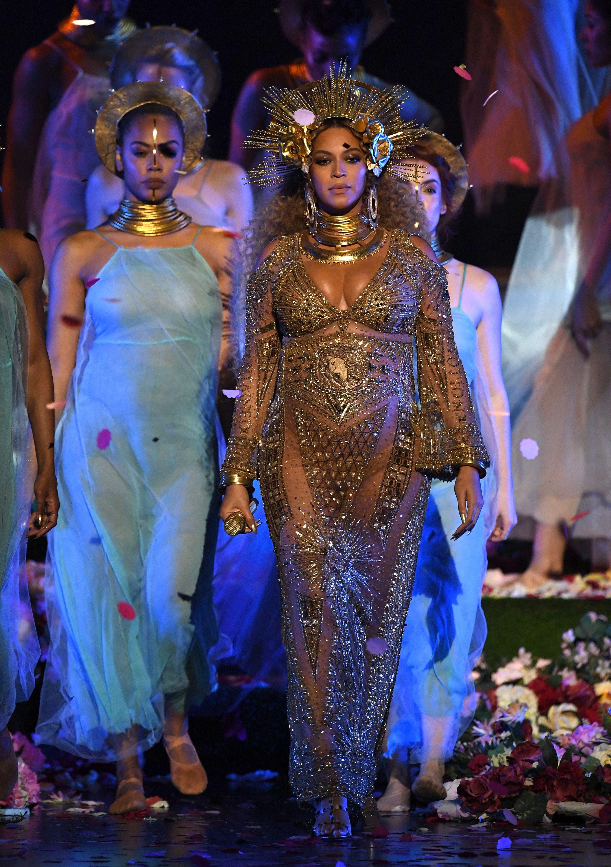 20 Beyhive Reactions to Beyoncés Incredible Grammys Performance