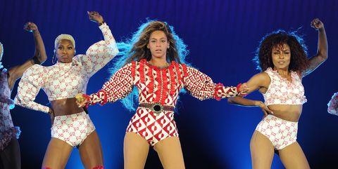 Event, Entertainment, Performing arts, Dancer, Thigh, Artist, Performance, Choreography, Abdomen, Costume,