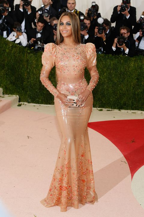 """beyoncé at the 2016 """"manus x machina fashion in an age of technology"""" costume institute gala wearing a latex dress"""