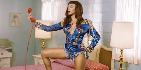 Beyoncé in Lady Gaga video for Telephone