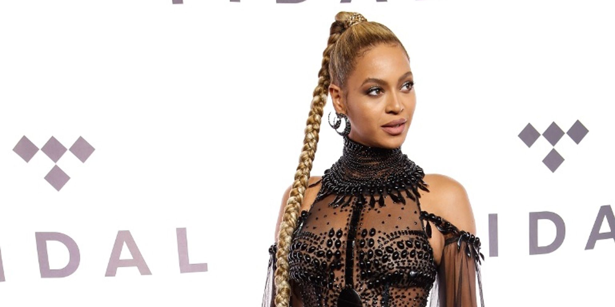 Here\'s Beyoncé Wearing Only Beads and Looking Better Than All of Us