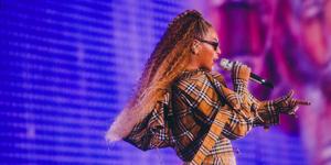 Beyonce wears burberry