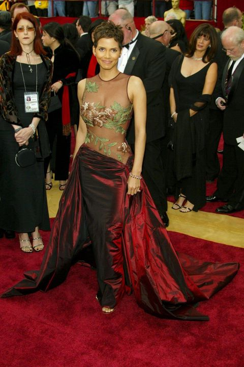Red carpet, Carpet, Clothing, Flooring, Premiere, Dress, Gown, Event, Fashion, Costume,