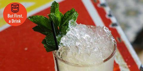 Drink, Mint julep, Mojito, Food, Non-alcoholic beverage, Alcoholic beverage, Cocktail garnish, Caipiroska, Distilled beverage, Cocktail,