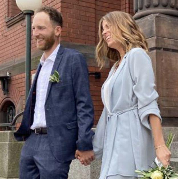 boda novia española en berlin con traje de chaqueta de bimani