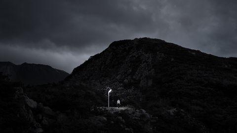 Black, Sky, White, Black-and-white, Mountainous landforms, Mountain, Light, Monochrome photography, Atmospheric phenomenon, Darkness,